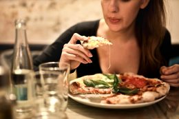 eating_pizza_at_a_restaurant