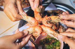 friends_eating_shrimp